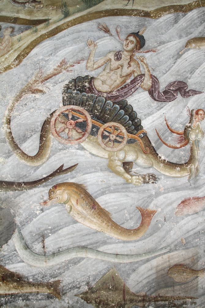 Predstava Strasnog suda u Gracanici sa tacno naslikanim morskim ribama, jeguljama, razama, prva polovina 14. veka