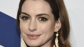 Anne Hathaway wyglądała fenomenalnie na nowojorskiej gali. Pojawiła się też Emma Roberts!