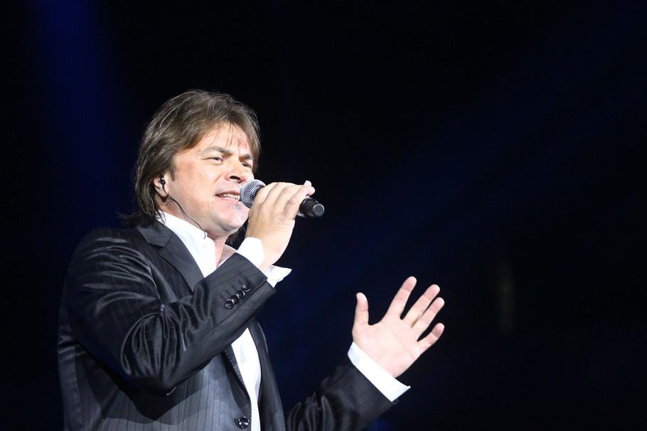 Pevač je zaradio OGROMNE PARE, uložio sve u porodični biznis, a onda je OSTAO BEZ SVEGA PREKO NOĆI!