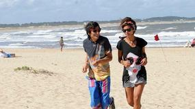 Ronnie Wood z dziewczyną odpoczywa na plaży w Urugwaju