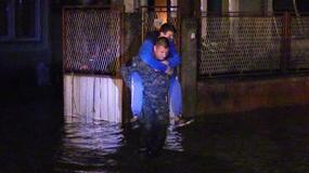 DANAK POPLAVA U VRŠCU Kuće pod vodom, hitne evakuacije i REKA NA ULICAMA (FOTO)