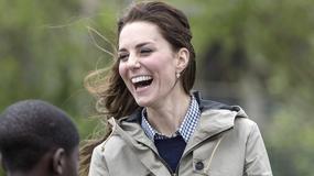 Księżna Kate w codziennej stylizacji. Tak... karmiła owce