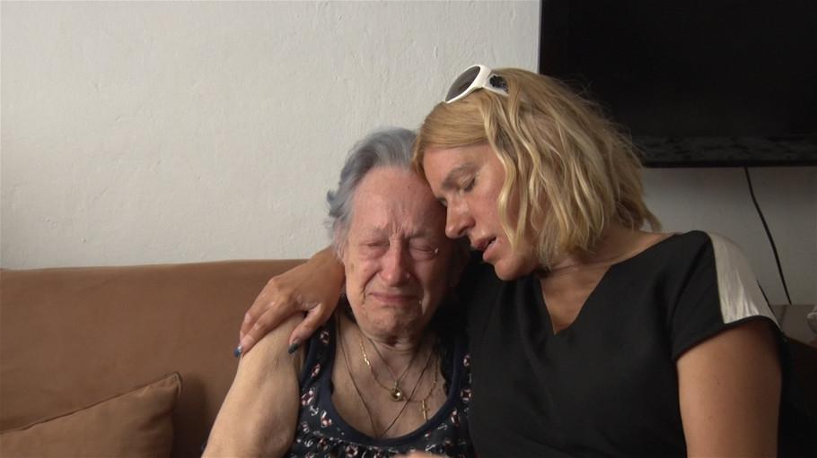 Jelena Golubović: 'TUŽNA SAM što skoro niko nije došao na sahranu moje bake!'