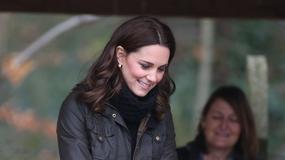 Księżna Kate skrzętnie ukryła ciążowe krągłości na spotkaniu z dziećmi. Wygląda kwitnąco!