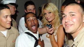 Paris Hilton z żołnierzami