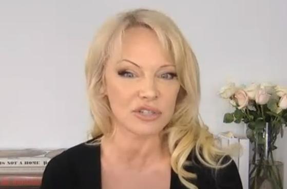 BRUTALNA PORUKA MILIONIMA! Pamela Anderson gasi društvene mreže - NJENE REČI će vas dozvati pameti!