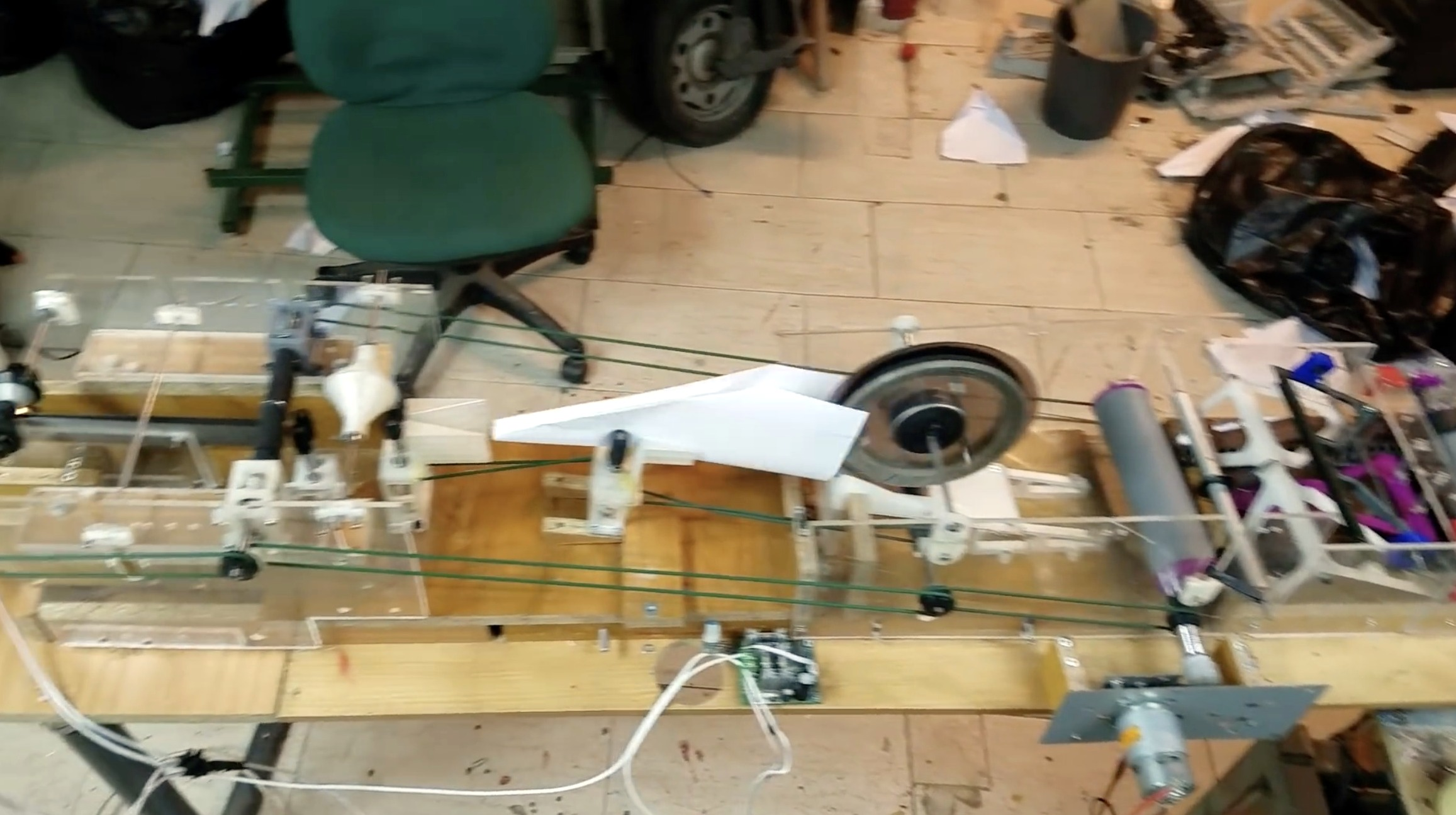 Video: Diese Maschine faltet Papierflieger