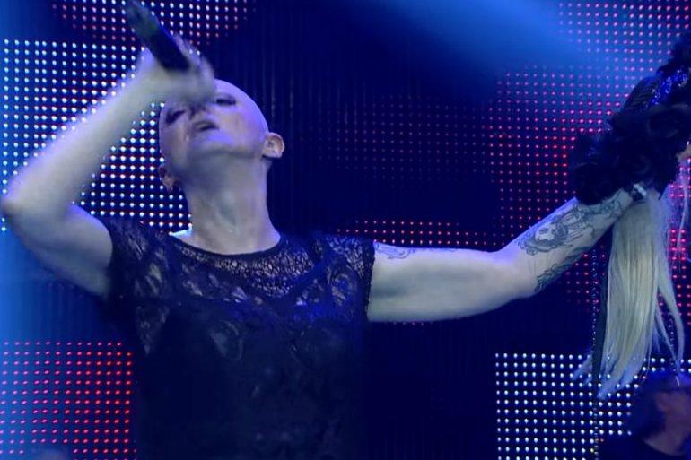 PEVALA I KADA JU JE NAJVIŠE BOLELO! Poslednji snimak Done Ares: Pevačica jedva stoji na nogama, a ovaj njen potez nateraće vam suze na oči!