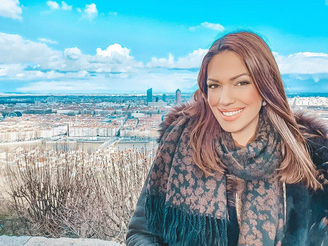 Nina Radulović je ušla u štalu: Objavila je selfi, a tek da vidite POGLED KRAVE! Instagram GORI!