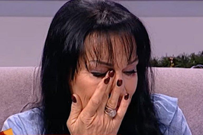 Goca NIJE DALA RODIĆIMA da dođu na sahranu njene majke: Ni snajka Bojana se nije pojavila, već samo jedna pevačica, a ovo je razlog