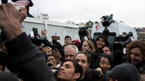 SELFI SA ANĐELINOM Izbeglice s oduševljenjem dočekale holivudsku zvezdu u Grčkoj