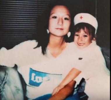 Sandra sa starijom ćerkom pre batina