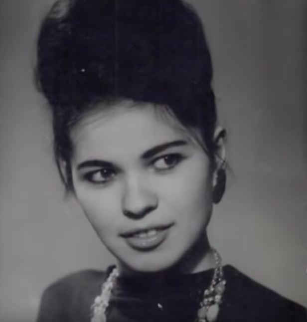 """Pamte je po pesmi """"Počnimo ljubav ispočetka"""", a evo kako DANAS izgleda Beti Đorđević, koja je imala TEŠKU SUDBINU!"""