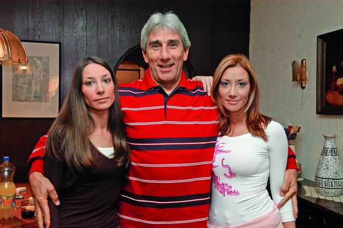 Jova Radovanović sa ćerkama