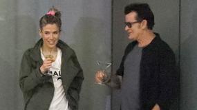 Charlie Sheen w klubie ze swoją młodszą o 25 lat dziewczyną