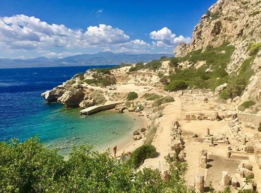 Plaža na ostacima hrama posvećenom boginji Heri