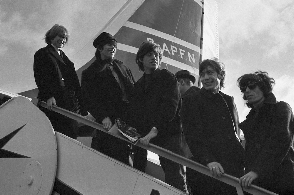 Brian Jones, Keith Richard, Mick Jagger, Charlie Watts i Bill Wyman na lotnisku w Londynie – 23.10.1964
