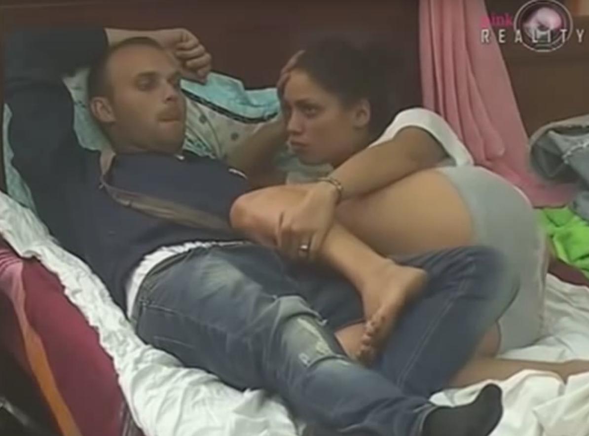 Razveli se posle tri meseca braka: Optužila je pevača da je bio nasilan, da voli muškarce, a onda uhvaćena da prodaje pljeskavice! Evo kako danas izgleda Jovana Nikolić!