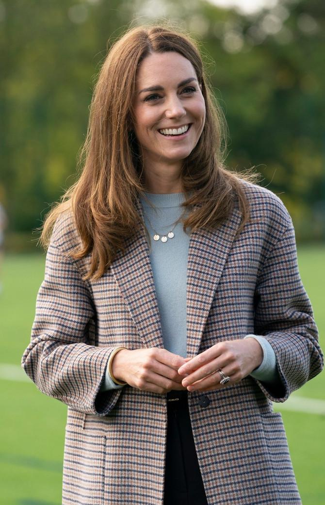 Kejt je već nosila ovaj model džempera, ali u svetloplavoj boji