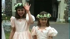 9-letnia Kate Middleton i 7-letnia Pippa jako druhny na ślubie wujka