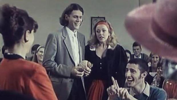 """POBEGLA JE IZ SRBIJE I RADILA KAO BEBISITERKA: Ovako danas izgleda Danica iz kultnog filma """"Lajanje na zvezde""""!"""