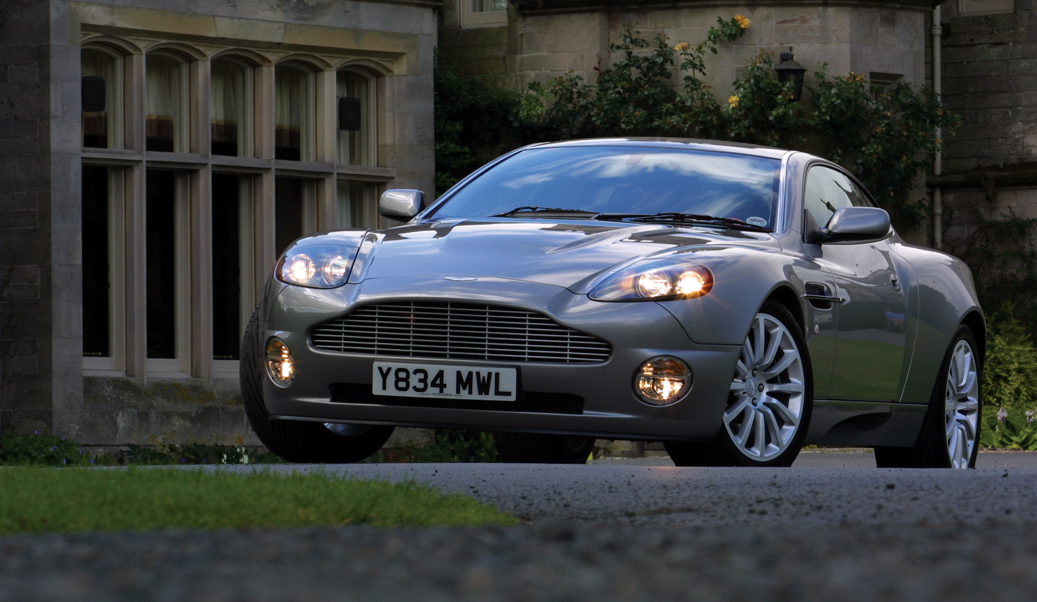 Samochody Aston Martin – Katalog aut Auto Świat