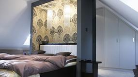Nowoczesna sypialnia na poddaszu w stylu vintage