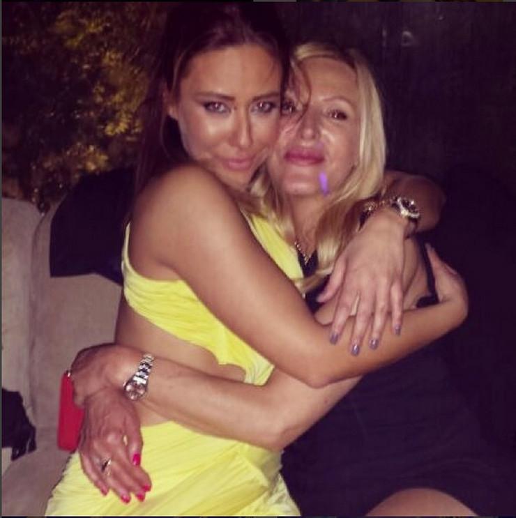 Ana Nikolić sa majkom Miljanom
