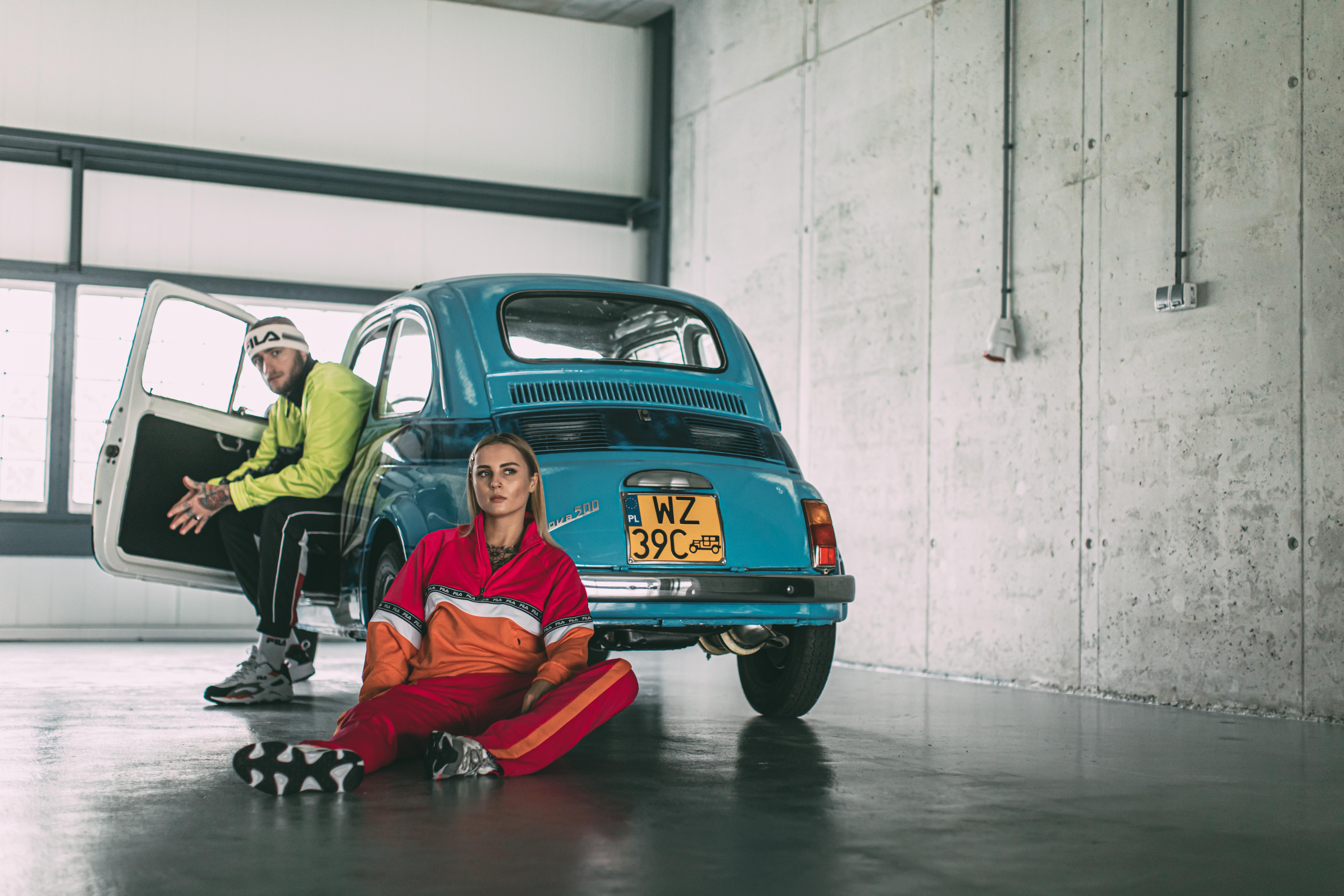 Instabaks x FILA sesja zdjęciowa z oldschoolowymi autami Noizz