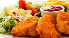Ile kalorii ma smażona pierś z kurczaka, frytki, tost z serem?