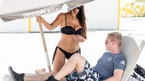 Claudia Romani w bikini. Jej przystojny partner nie mógł oderwać wzroku od baaardzo zgrabnego ciała