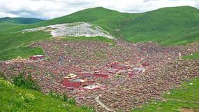 Buddyjska akademia Serthar w dolinie Larung w Tybecie - niezwykłe zdjęcia miasta mnichów