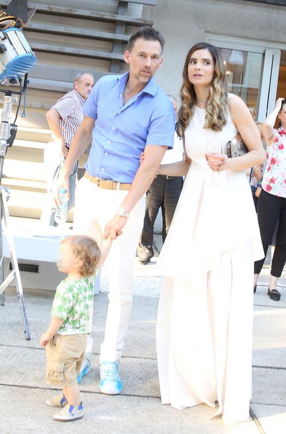 Marija sa suprugom i sinom