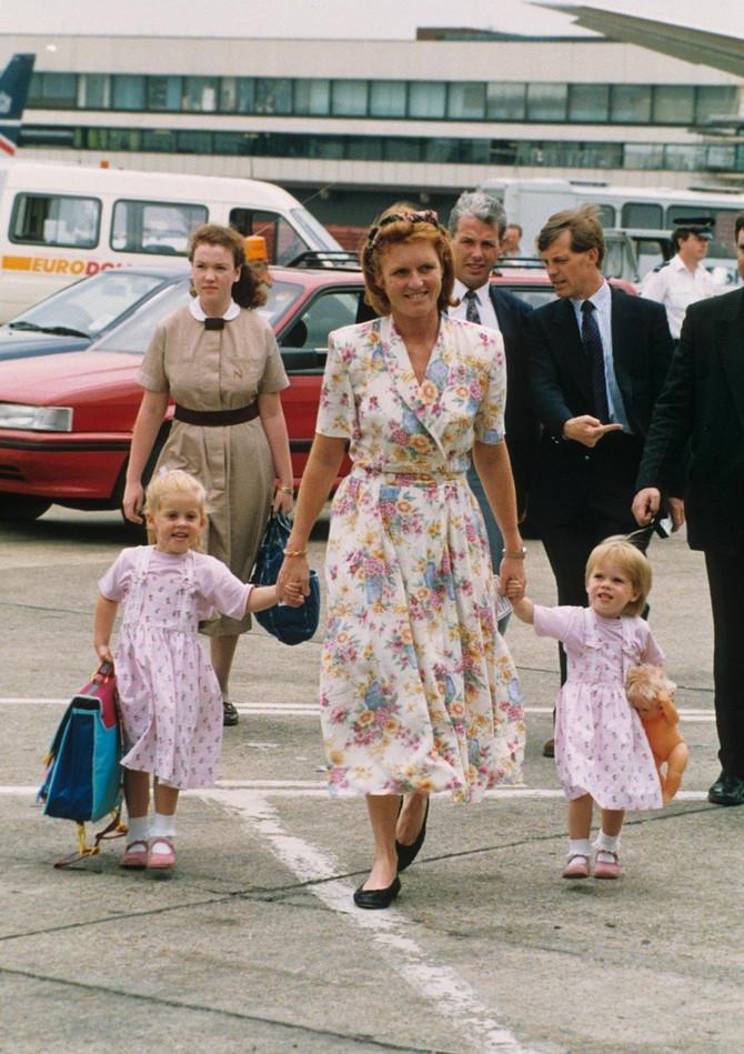 Sara pre više od dve decenije sa ćerkicama Beatris i Eugenijom