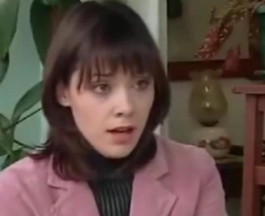 Igrala je slatku MAJU LJUTIĆ u seriji ''Stižu dolari''! Baš se promenila, skratila je kosu i IZGLEDA OVAKO!