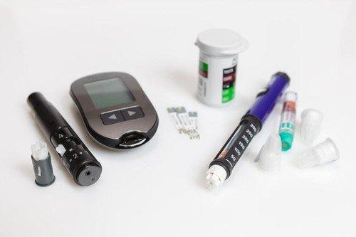 Ukoliko se pojavi potreba za insulinom, počinje nova faza terapije za one obolele od tipa 2, dok dijabetičari sa tipom 1 od početka moraju da se leče insulinom