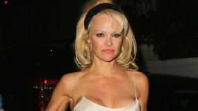 Ups! Pamela Anderson pokazała pierś