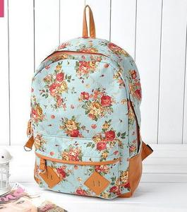 08cca511825dd Bo sobie kupilam w tym sklepie ostatnio plecak w kwiaty.Myślicieli że  wytrzyma chociaż 1 klasę gimnazjum. Czy myślicieli że jest obciachowy