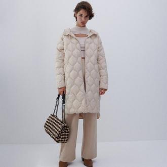 Reserved - Lekki pikowany płaszcz z kapturem - Kremowy