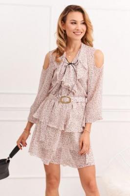 Zwiewna sukienka z wycięciami na ramionach jasnoróżowa 0486