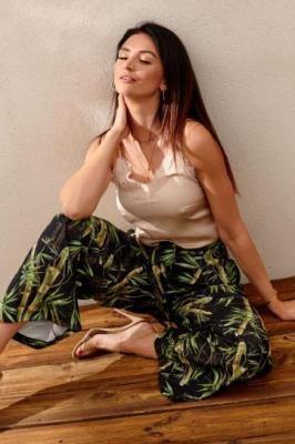 Stylowe spodnie z szerokimi nogawkami czarno-zielone PR21938