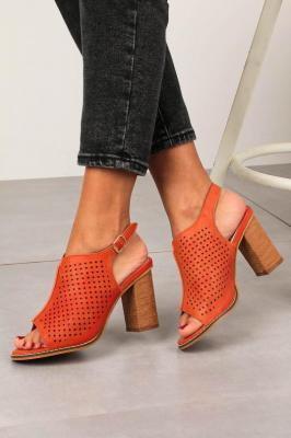 Pomarańczowe sandały ażurowe zabudowane