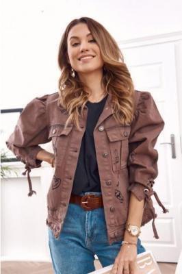 Stylowa kurtka jeansowa z napisami czekoladowa RR11035