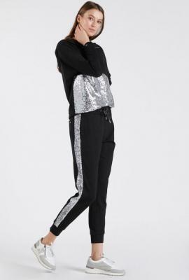 Dresowe spodnie z cekinowym lampasem