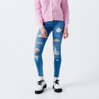 Cropp - Jeansy skinny z dziurami - Niebieski