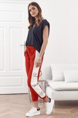 Spodnie dresowe z lampasami czerwone 1057