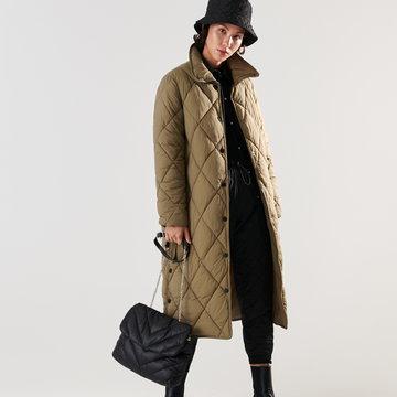 Sinsay - Pikowany płaszcz z paskiem - Brązowy
