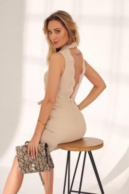 Elegancka sukienka z dekoltem na plecach beżowa PR0205540