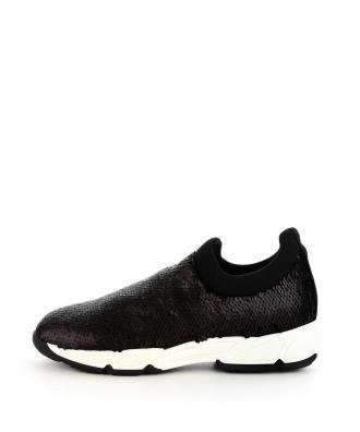 Czarne buty typu sneakers