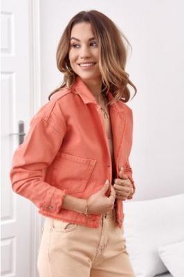 Krótka kurtka jeansowa z kieszeniami koralowa RR11082